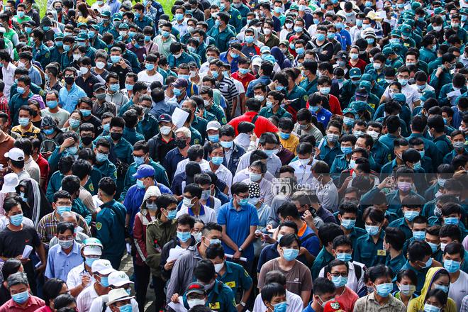 Hơn 9.000 người tại TP HCM đến Nhà thi đấu Phú Thọ chờ tiêm vaccine Covid-19-3