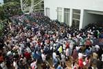 Hơn 9.000 người tại TP HCM đến Nhà thi đấu Phú Thọ chờ tiêm vaccine Covid-19