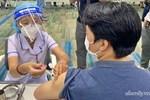 Hơn 1.000 người phản ứng, 2 ca ngưng tim sau khi tiêm vắc xin COVID-19 tại TP.HCM được xử trí kịp thời