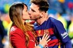 Khoảnh khắc của Messi và vợ ở sân bay-1