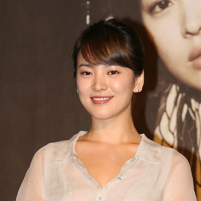 Song Hye Kyo trong 25 năm qua: Đỉnh cao nhan sắc tuổi 39 nhưng vẫn đôi lần bị dìm sắc chỉ vì kiểu tóc tréo ngoe-5