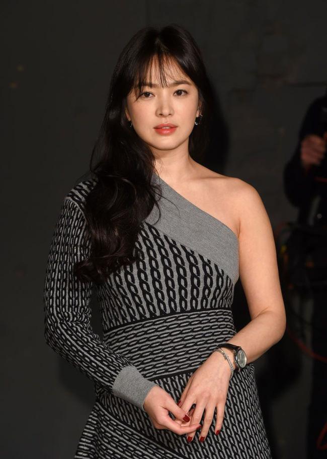 Song Hye Kyo trong 25 năm qua: Đỉnh cao nhan sắc tuổi 39 nhưng vẫn đôi lần bị dìm sắc chỉ vì kiểu tóc tréo ngoe-11