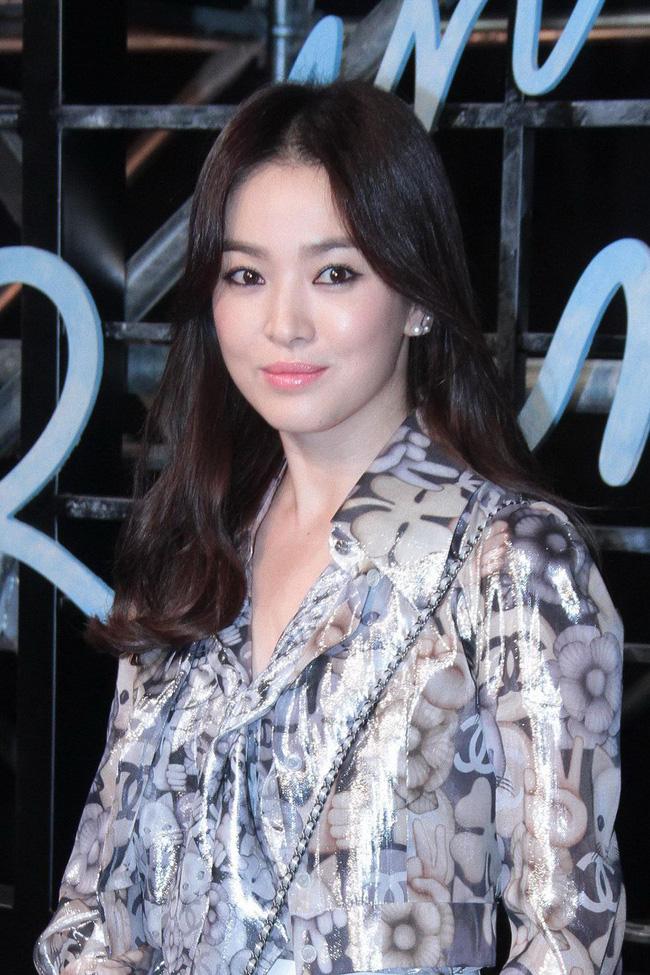 Song Hye Kyo trong 25 năm qua: Đỉnh cao nhan sắc tuổi 39 nhưng vẫn đôi lần bị dìm sắc chỉ vì kiểu tóc tréo ngoe-10
