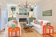Thiết kế phòng khách theo phong cách bãi biển trẻ trung, hiện đại, ở nhà mà như đang đi nghỉ mát