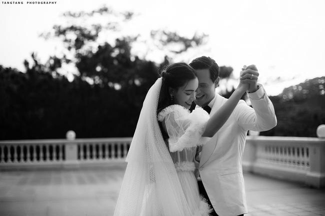 HOT: Hồ Ngọc Hà chính thức tung ảnh cưới, nhìn cô dâu cười rạng rỡ bên chú rể Kim Lý đã thấy hạnh phúc-2