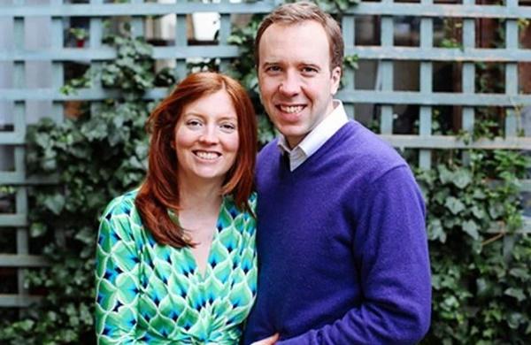 Bộ trưởng Y tế Anh từ chức sau bê bối ngoại tình, được cho là đã chia tay người vợ 15 năm và đang yêu say đắm kẻ thứ 3-3