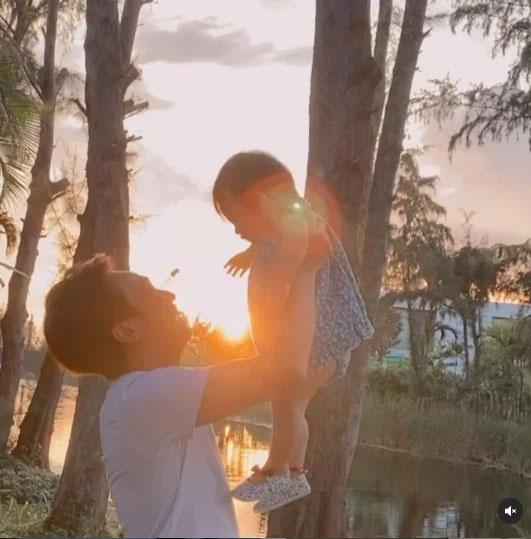 Cường Đô La khoe ảnh đi chơi cùng con gái Suchin, nói một câu thôi cũng thấy đủ sự cưng chiều-1