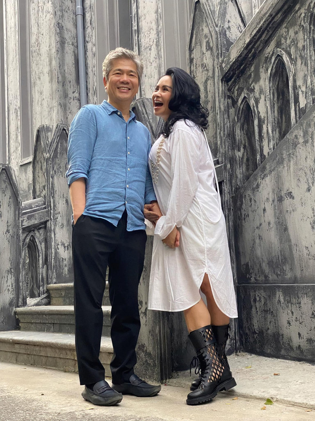 Diva Thanh Lam khoe ảnh tình tứ bên chồng bác sĩ sau lễ dạm ngõ, nhìn nụ cười là biết hạnh phúc thế nào-2