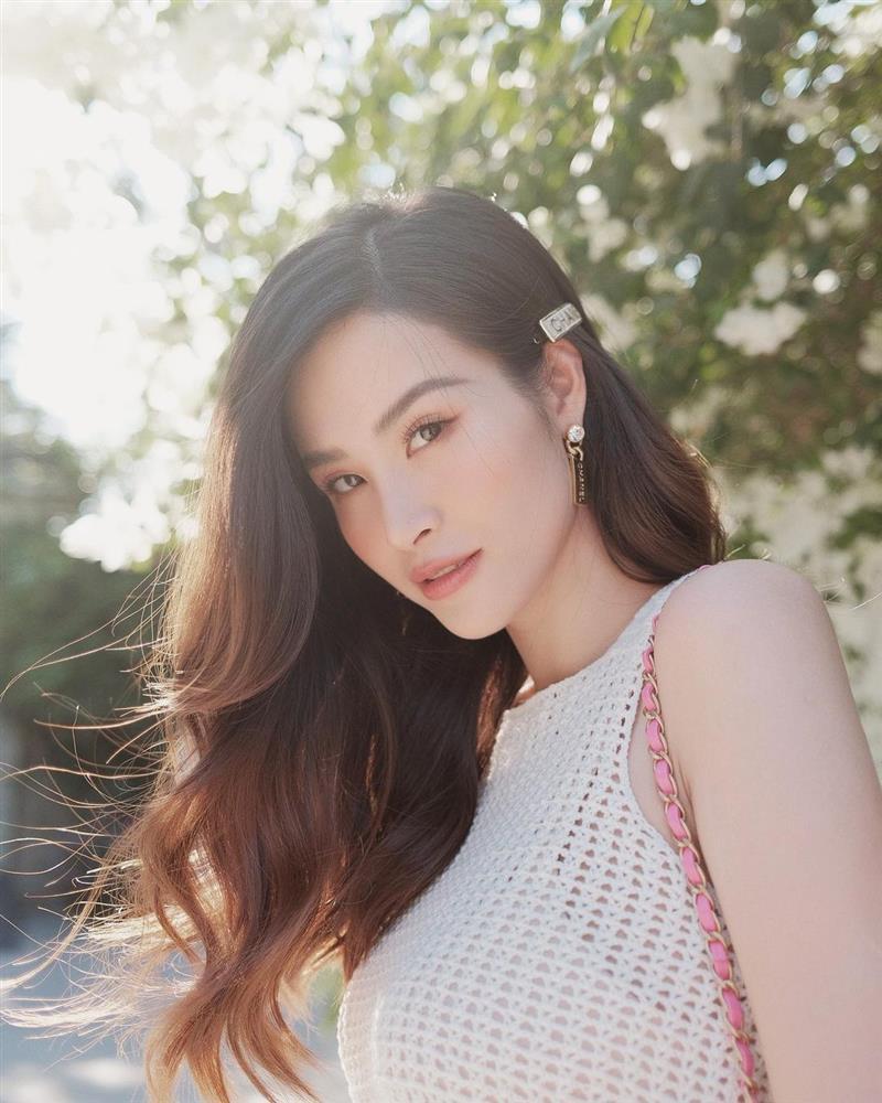 Quá nhiều mỹ nhân Việt đang để kiểu tóc xoăn này, và ai trông cũng trẻ trung sành điệu hẳn ra!-4