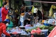 Nhiều chợ ở TP.HCM đóng cửa khiến giá rau tăng cao, hàng thịt ế ẩm