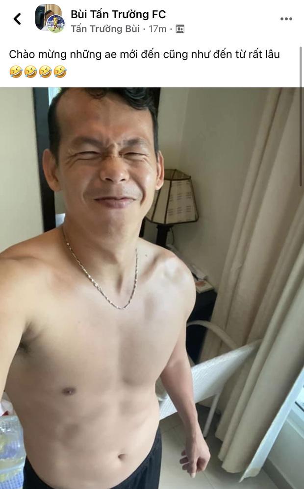 Ông chú Tấn Trường được vợ đánh xe máy đến đón ra khỏi khu cách ly, Tiến Linh ôm mẹ-15