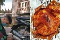 Sốc: Tài xế xe ôm công nghệ vừa chở khách mà vẫn nấu lẩu, nướng cả con gà chỉ bằng cái ống pô xe máy!