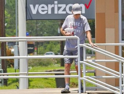 Bố Britney Spears xuất hiện già nua tiều tụy sau lời khai chấn động của con gái-5