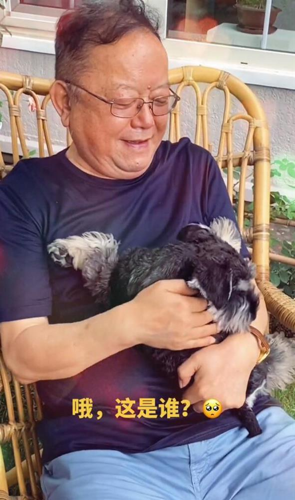 Cuộc sống ngỡ ngàng của Hoà Thân Vương Cương tuổi 73: Gia sản ngàn tỷ, vợ kém 20 tuổi tiêu 3,5 tỷ đồng/tháng-2