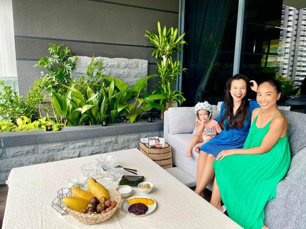 Đoan Trang hội ngộ gia đình Hoàng Oanh, lần đầu hé lộ nhiều ngóc ngách trong căn penthouse xịn xò tại Singapore-1
