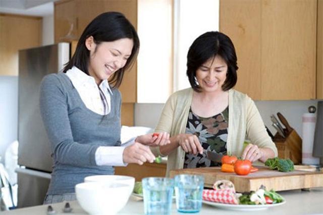 Đến nhà người yêu ra mắt, khi chuẩn bị nấu cơm lời mẹ chồng tương lai nói khiến cô gái sững sờ, diễn biến sau đó càng không tưởng!-1