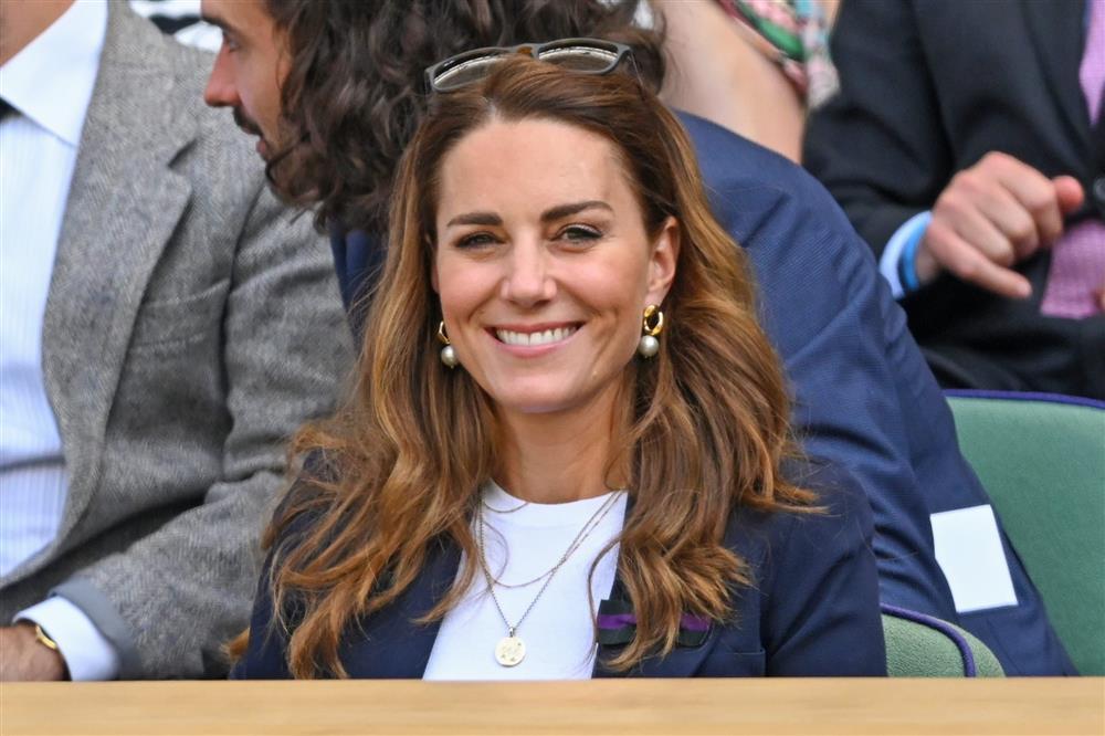 Vắng mặt trong lễ tưởng niệm mẹ chồng, Công nương Kate rạng rỡ tái xuất, chiếm spotlight với đẳng cấp vượt trội-2
