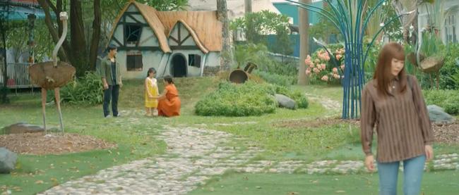 Mùa hoa tìm lại những tập cuối: Lệ buồn bã quay lưng nhìn gia đình Đồng hạnh phúc bên nhau-4