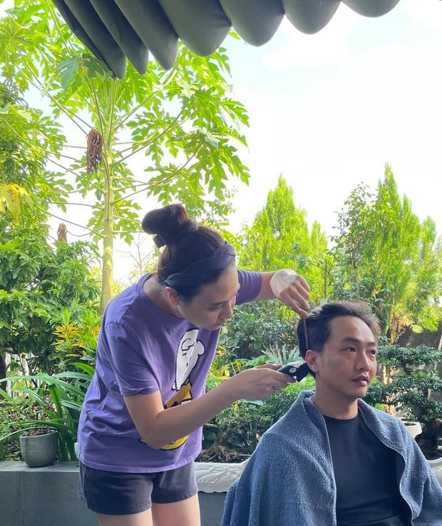 Đàm Thu Trang hoá thợ cắt tóc cho ông xã đại gia và cái kết khiến Cường Đô La giật mình-1
