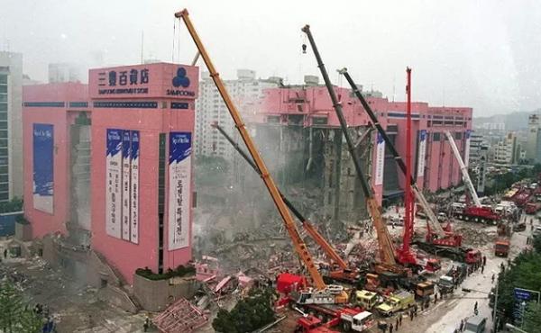 Vụ sập trung tâm thương mại rúng động Hàn Quốc 26 năm trước khiến hơn 500 người chết, ám ảnh nhất là nụ cười của bà dì ác ma-6