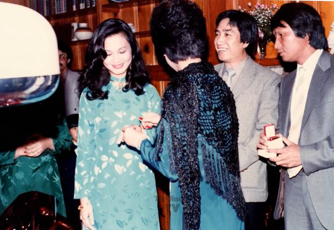 Hé lộ ảnh hiếm của Kim Ngân bên chồng và con trai khi chưa hóa điên khiến nhiều người xót xa-5