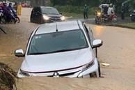 Các tỉnh phía Bắc bắt đầu mưa to, ô tô, xe máy chìm nghỉm trong nước