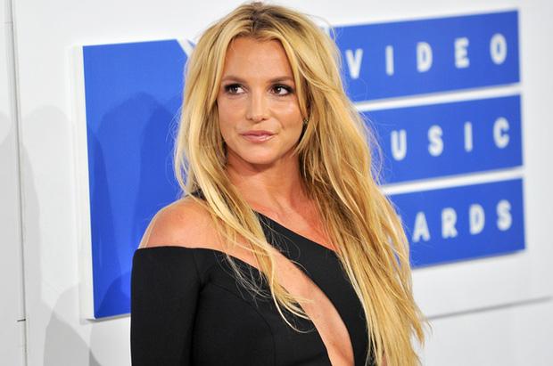 Sự thật phẫn nộ về vụ Britney Spears nhốt con trai trong phòng tắm, luật sư huy động cả trực thăng, cảnh sát đến bắt khẩn cấp-3