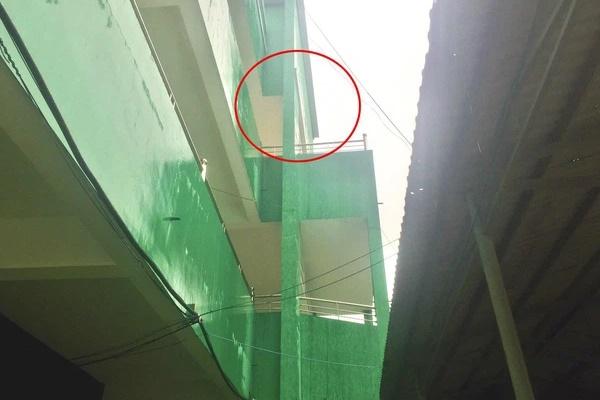 Nam bệnh nhân tử vong sau khi rơi từ tầng 3 bệnh viện-1