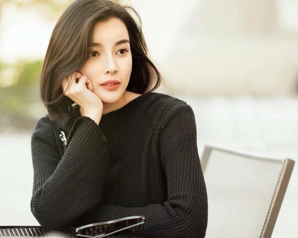 Cao Thái Hà đang cùng gia đình lo hậu sự cho Đức Long trong đêm, nghẹn ngào hé lộ bệnh tình của diễn viên và thông tin tang lễ-1