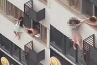 Cô gái mặc đầm ngủ đứng chới với bên ngoài tầng 4 giằng co cùng bạn trai và cảnh tượng sau đó khiến ai nấy đều ám ảnh