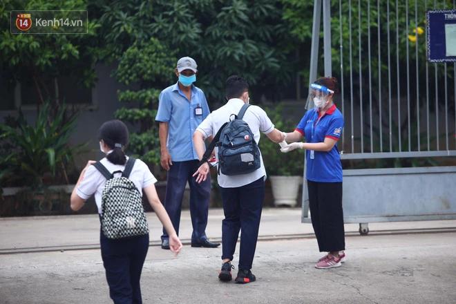 Hơn 1 triệu sĩ tử bước vào ngày thi thứ 2: Thí sinh lo lắng với tổ hợp 6 môn Lý Hoá Sinh, Sử Địa GDCD-4