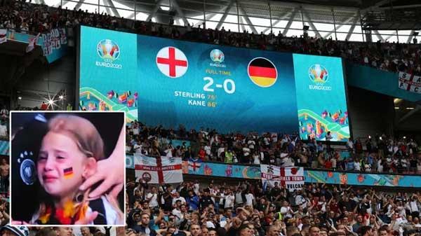 Bị chế nhạo vì khóc nức nở trên khán đài EURO 2020, bé gái được quyên tiền ủng hộ hơn 1 tỷ đồng và cái kết ấm lòng-2