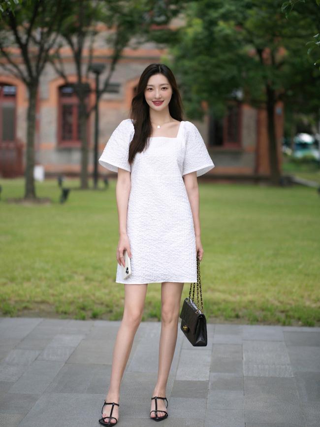 Street style Châu Á: Loạt quý cô khoe dáng với quần cạp cao nhưng vẫn có pha mặc lỗi-3