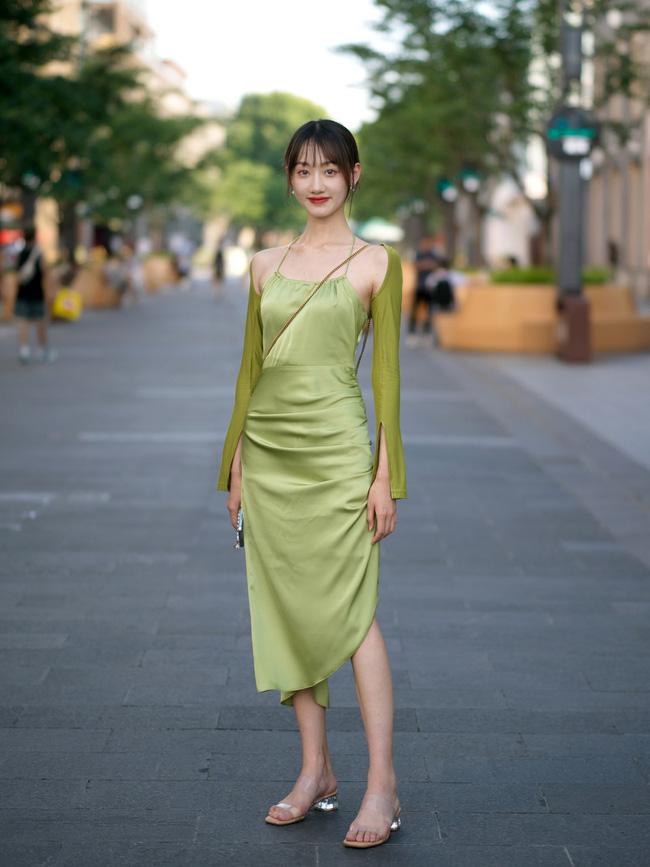 Street style Châu Á: Loạt quý cô khoe dáng với quần cạp cao nhưng vẫn có pha mặc lỗi-7