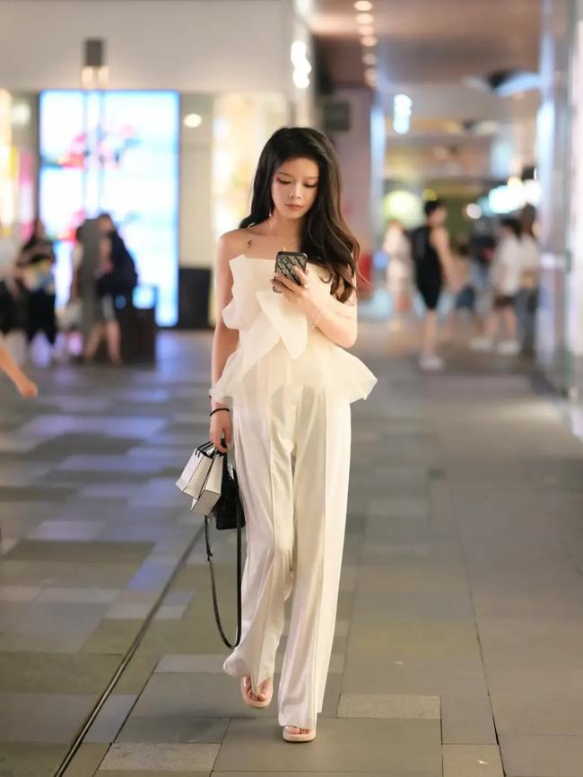 Street style Châu Á: Loạt quý cô khoe dáng với quần cạp cao nhưng vẫn có pha mặc lỗi-11