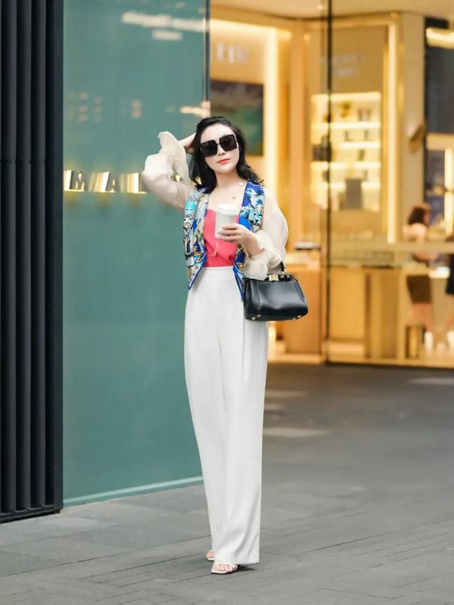 Street style Châu Á: Loạt quý cô khoe dáng với quần cạp cao nhưng vẫn có pha mặc lỗi-12