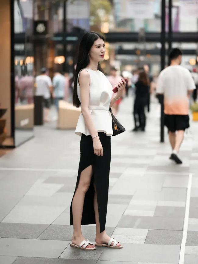 Street style Châu Á: Loạt quý cô khoe dáng với quần cạp cao nhưng vẫn có pha mặc lỗi-8