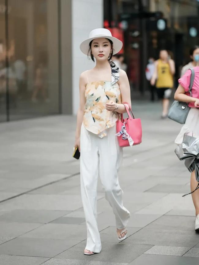 Street style Châu Á: Loạt quý cô khoe dáng với quần cạp cao nhưng vẫn có pha mặc lỗi-9