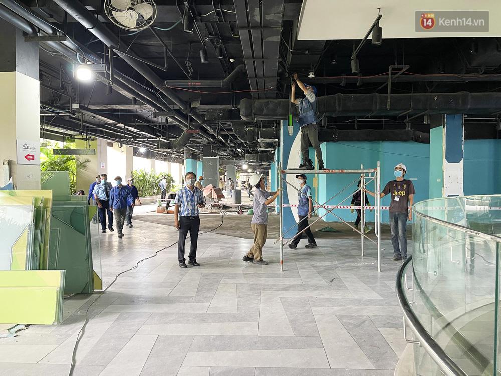 Toàn cảnh bên trong Thuận Kiều Plaza đang thi công chuyển đổi thành bệnh viện dã chiến 1.000 giường bệnh-6