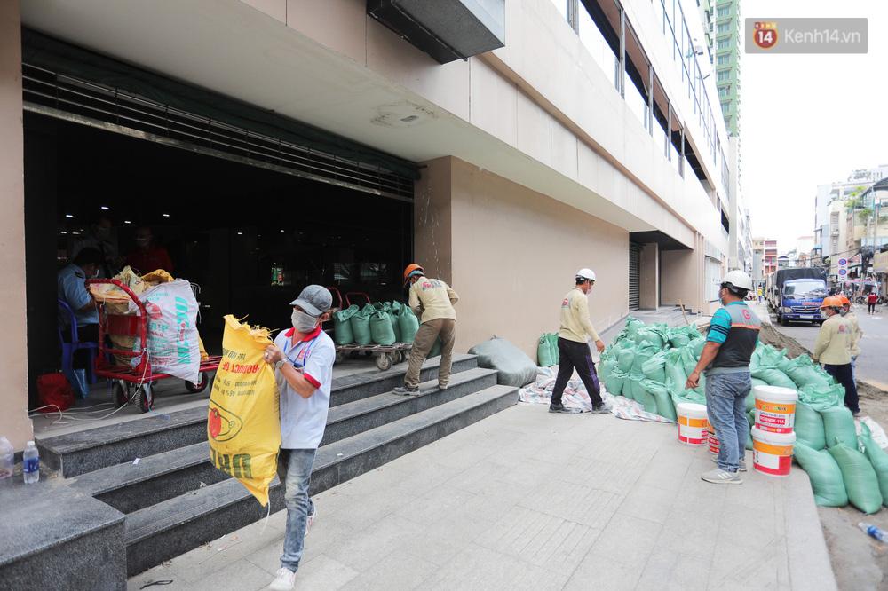 Toàn cảnh bên trong Thuận Kiều Plaza đang thi công chuyển đổi thành bệnh viện dã chiến 1.000 giường bệnh-19
