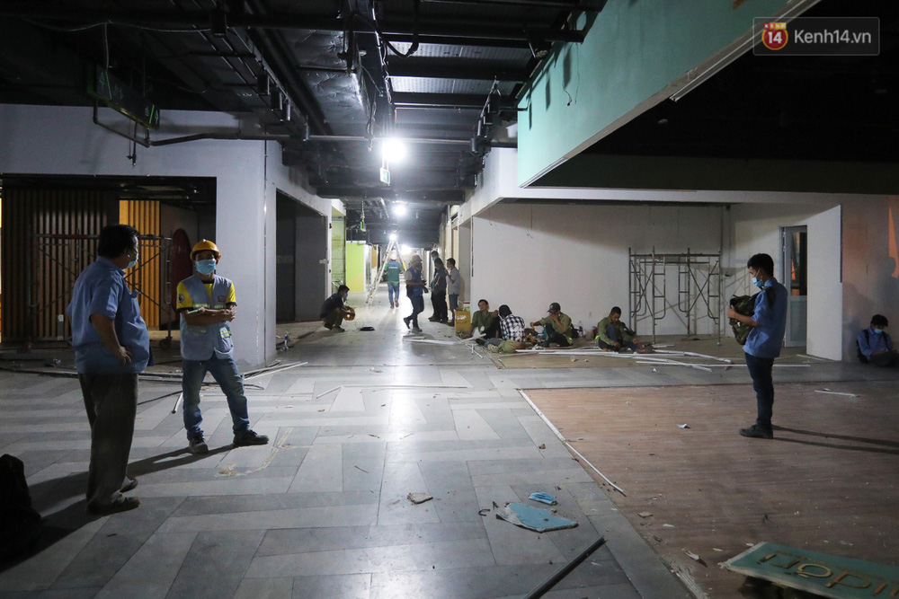 Toàn cảnh bên trong Thuận Kiều Plaza đang thi công chuyển đổi thành bệnh viện dã chiến 1.000 giường bệnh-9