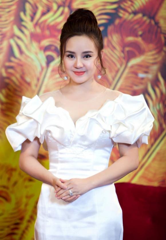 Vy Oanh tung clip quay cận tin nhắn với Thu Hoài, chứng minh không photoshop như lời đồn-7