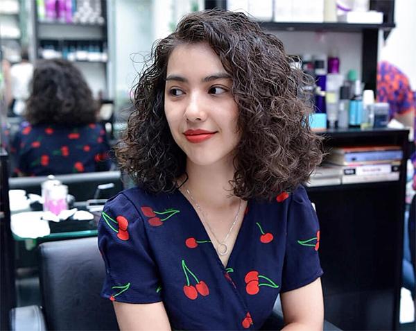 35 Kiểu tóc uốn đẹp nhất 2021 cho nữ cực trẻ trung và quyến rũ-4