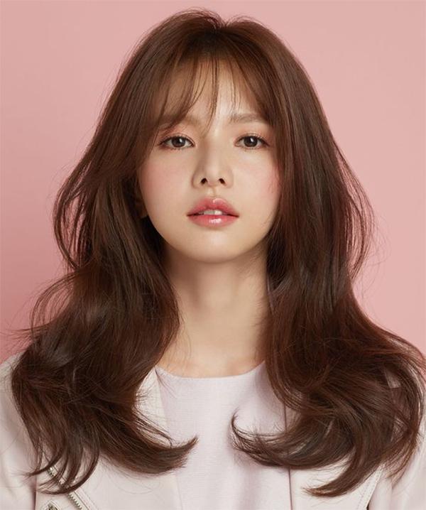 35 Kiểu tóc uốn đẹp nhất 2021 cho nữ cực trẻ trung và quyến rũ-9