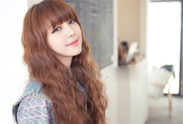 35 Kiểu tóc uốn đẹp nhất 2021 cho nữ cực trẻ trung và quyến rũ-30