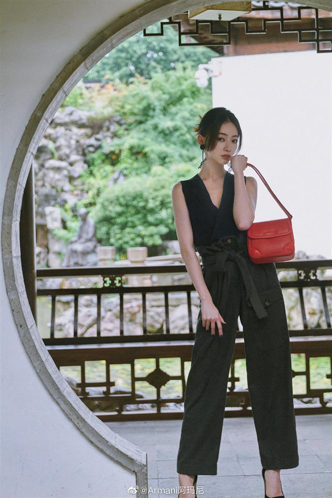 Visual của Ngô Cẩn Ngôn thăng hạng nhờ kiểu tóc mới, diện đồ đơn giản đi fashion show vẫn đẹp ngút ngàn-4