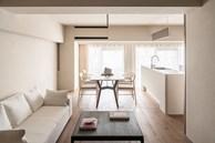Cải tạo căn hộ tỉ mỉ trong từng chi tiết nhỏ mang đậm phong cách Nhật Bản, thiết kế vách ngăn phòng tắm tạo ra sự độc đáo vô cùng