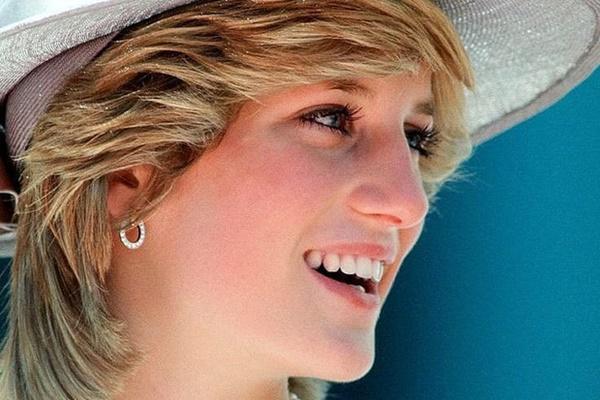 Không bao giờ mất đi vẻ nữ tính dù cắt tóc ngắn ngủn, bí kíp của công nương Diana chỉ có 2 điều