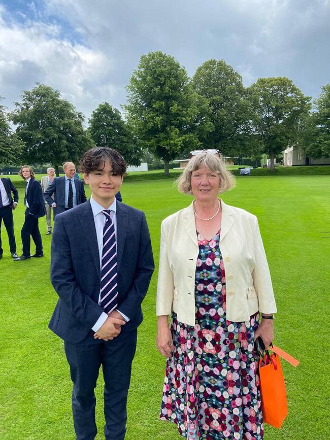Con trai Chi Bảo vừa trúng tuyển đại học top đầu nước Anh: Chọn 1 ngành học cực oách, nhìn mức lương sau này ai cũng mê-1