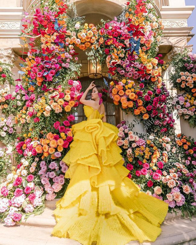 Nữ tỷ phú người Việt ở Mỹ từng được Hà Hồ, Vũ Khắc Tiệp tới thăm tổ chức sinh nhật trải toàn hoa hồng đắt đỏ không thua gì đám cưới hoàng gia-4